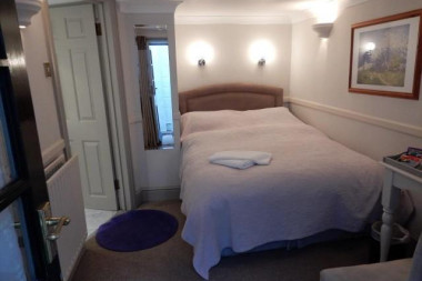 Standard Single En-suite Room (inc.Continental Breakfast)