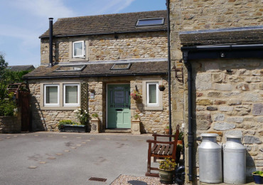 Poppy Cottage No. 1 - one bedroom cottage with hot tub and wood burning stove