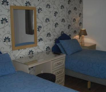Twin En-Suite Room (Including Continental Breakfast)