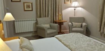 Twin En-suite with Breakfast-Free Wifi
