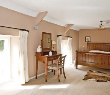 Superior Super King Size Double En Suite Bedroom with Breakfast