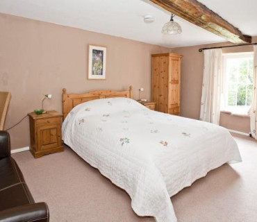 King Size Double En Suite Bedroom with Breakfast