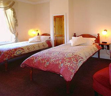 Twin En-suite Room - including Breakfast