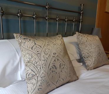 R2 -Double En-suite Roomwith 1 double bed (inc. Breakfast)