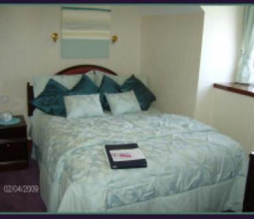 Small Double En-suite Room (inc. Breakfast)