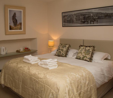 Farm View - Super KingEn-suite Room (inc. Continental Breakfast)