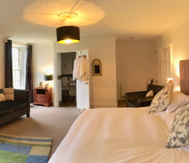 Houndtor- Super King Sized En-suite Room (inc Breakfast)