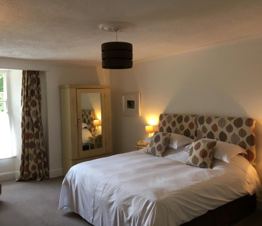 Brentor - Super Kingsize En-suite Room (inc Breakfast)