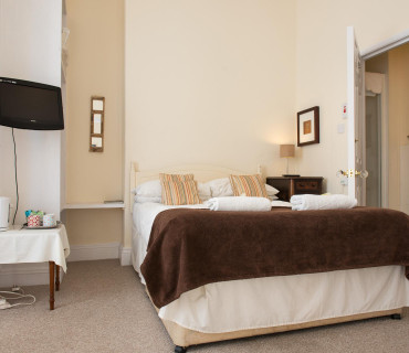 Room 3 - Family En-suite Sea-view Room (inc. Breakfast)