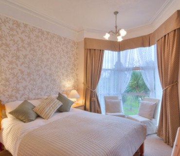 Room 6:Large Luxury Double with Balcony & En-suite. Breakfast Inc.