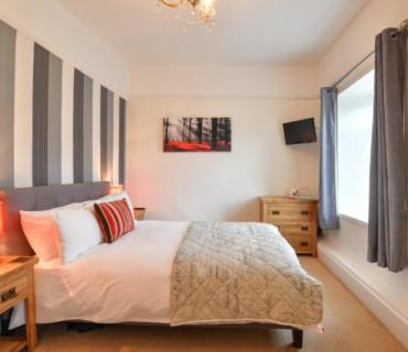 Room 5:Double Room with En-suite. Breakfast Inc.