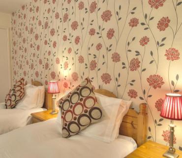Room 2:Twin-Bedded with En-suite. Breakfast inc.