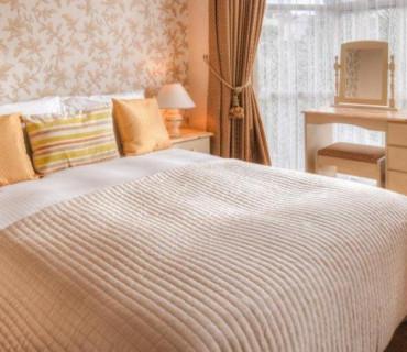 Room 6:Large Luxury Double with Balcony & En-suite. Breakfast Inc.