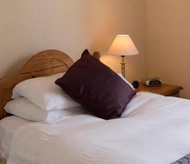 Room 3:Single Room with En-suite.Breakfast inc.