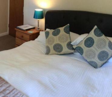 Room 4:Double Room with En-suite. Breakfast inc.