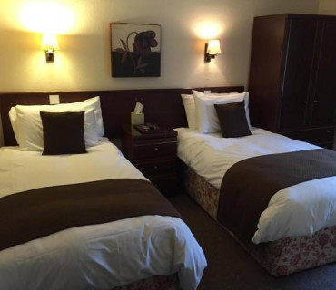 1.Twin En-suite Room (inc. Breakfast)