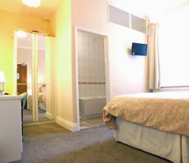 Superking/Twin En-suite Room (inc. Breakfast)