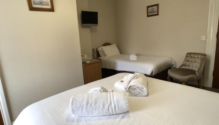 Family En-suite Room (2 adults 1 child)
