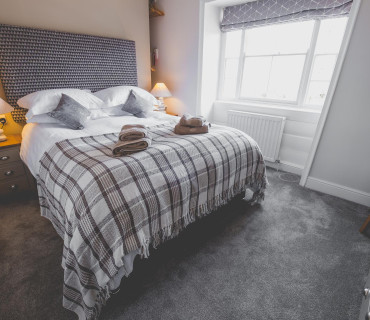 King Size En-suite Room With Adjoining Family Room inc. Breakfast