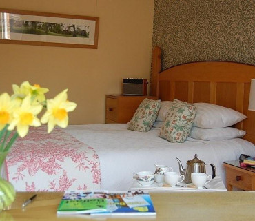 King Size En-suite, Room 3 - One Person (including Breakfast)