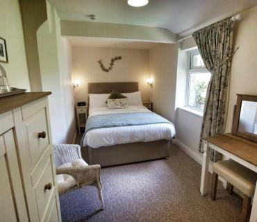 Room 5 - Double room with shower en-suite. Quiet room, recently refurbished (breakfast included).