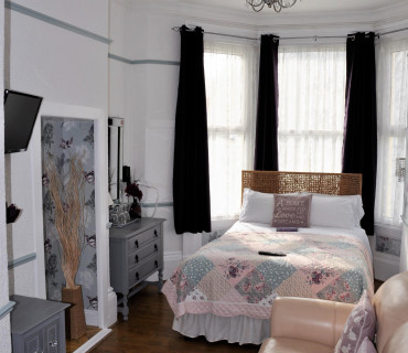 Superior double ensuite room (with breakfast)
