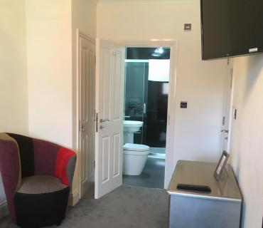 Compact King En-suite Room