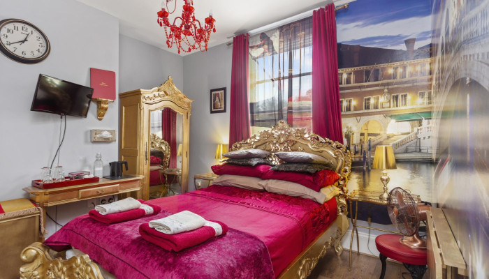 Classic Double Room Venice * (2 Adults)
