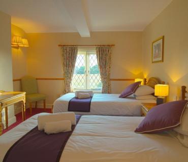 Thames view Family En-suite Double & 1 Single bed