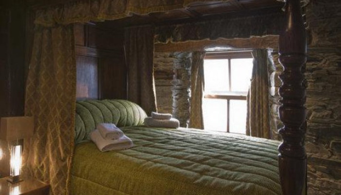 Four Poster Double En-suite Room ( inc. Breakfast)