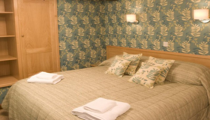 Twin Bedded Family En-suite Room ( Inc.breakfast)