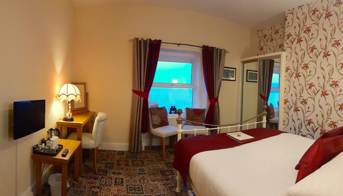 Room 6 - Sea View King Size double with En-suite (including Breakfast)