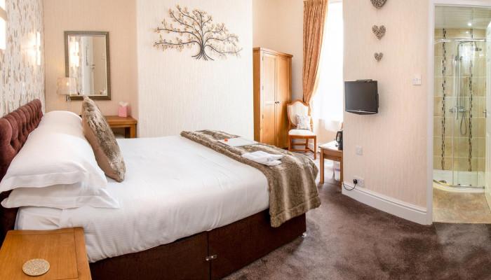Room 3 - First Floor Double with En-suite Room (inc. Breakfast)