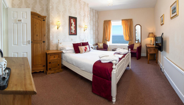 Room 8 - Sea View Double En-suite room (including Breakfast)
