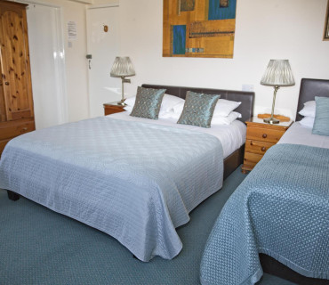 Room 3 Large Rear View King Size / Twin Bedded En-Suite Room(inc. breakfast)