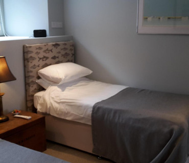 Single en-suite room with breakfast