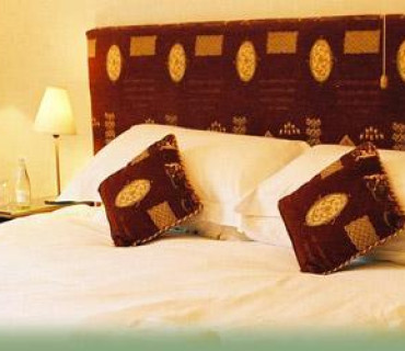Gold - Super King-size Bed En Suite