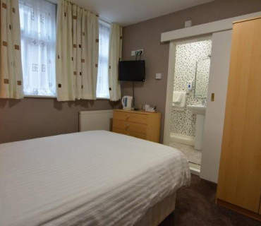Small Double Room /with breakfast