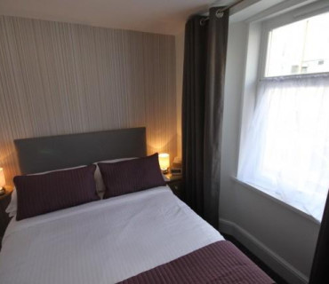 Small Double En-suite Room (inc. Breakfast) Non-refundable