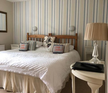 Super King Size Bed - Double En-suite Room (inc. Breakfast)