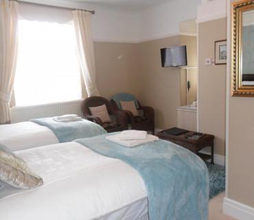 1.Super Kingsize Room 1st Floor En-suite (inc Breakfast)