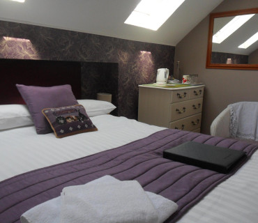4.Small Double Room 2nd Floor En-suite (inc Breakfast)