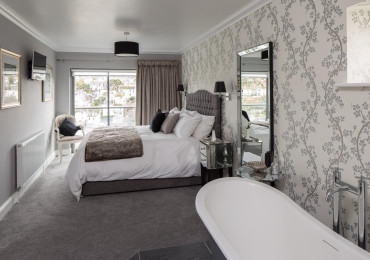 ELBERRY a Luxury Super-King Double En-suite Room