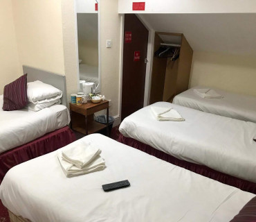 Room with 4 single beds no breakfast