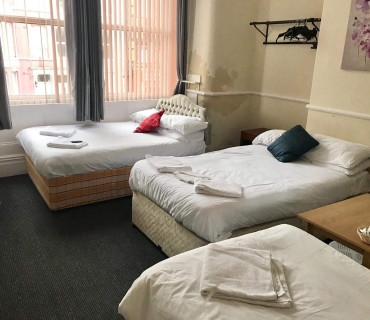 Suite With 2 Double Beds And 1 Single No Breakfast