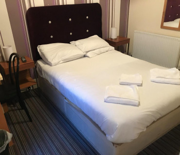 Room with double bed with breakfast