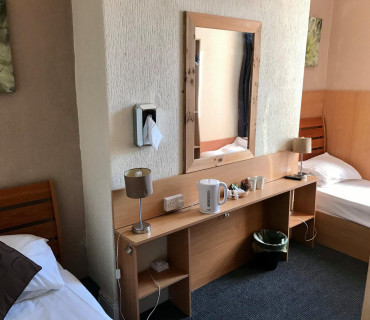 Room with 2 single beds with breakfast