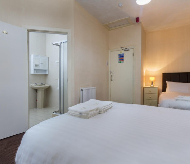 Triple Room - En-suite (inc. Breakfast)