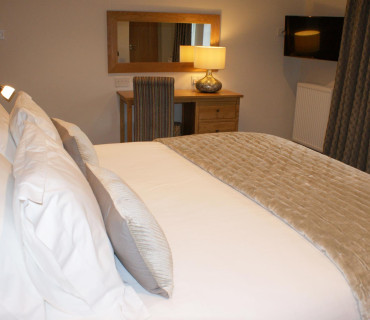 Marlfields - Super King En-suite Room (inc. Breakfast)