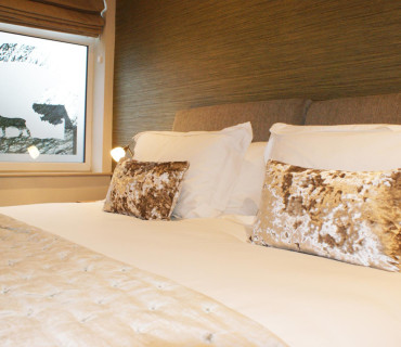 Cloud View - Super King En-suite Room With Jacuzzi Spa Bath (inc. Breakfast)